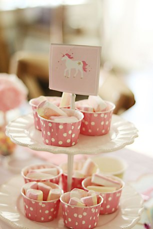 unicorn-birthday-party-pink-marshmellows