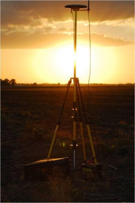 Mobile RTK GPS base station for autosteer