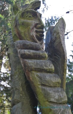 Carving along the trail of the Kunstwald in Burglengenfeld.