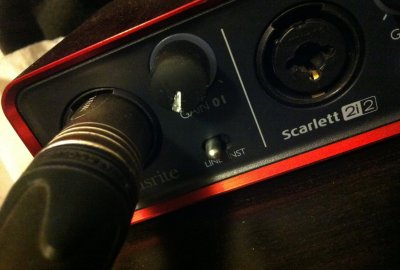 FocusRite Scarlett 2i2 with the visibility knob mod