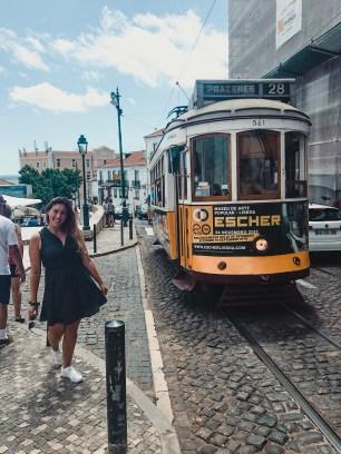 Tram 28 bij Miradouro Santa Luzia
