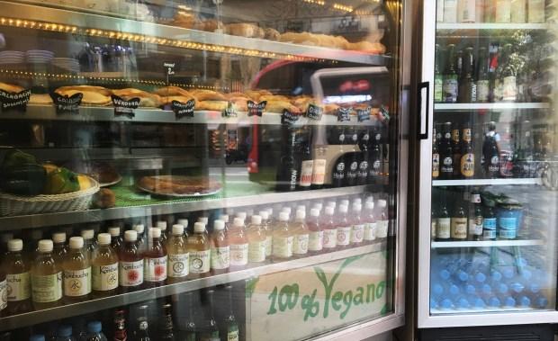 santoni vegan cafe barcelona