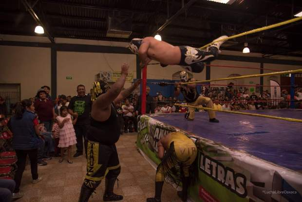 lucha libre oaxaca front row