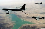 Strangest-Planes-Pictures-Refueling