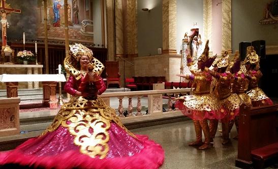 Cebu Inc. dances the Sinulog