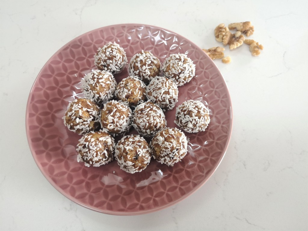 Coconut and date balls