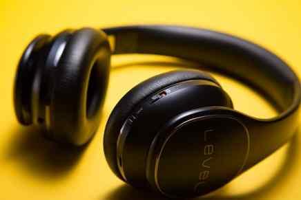earphones close