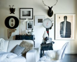 wall gallery black-charming-deer-head-for-decorating-your-living-room