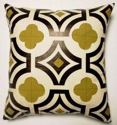 Quatrefoil design fabric toss pillow