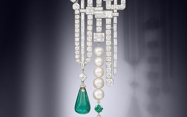 Van Cleef & Arpels brooch sold for $1.83 million
