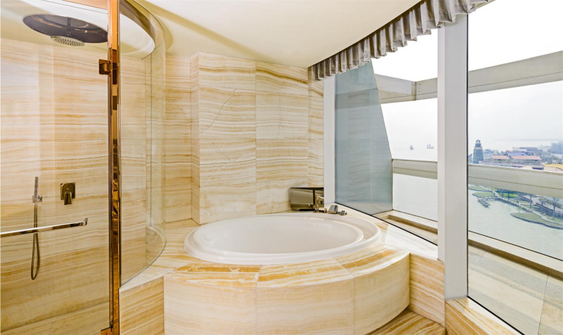Sheraton Huzhou Hot Spring Resort bathroom