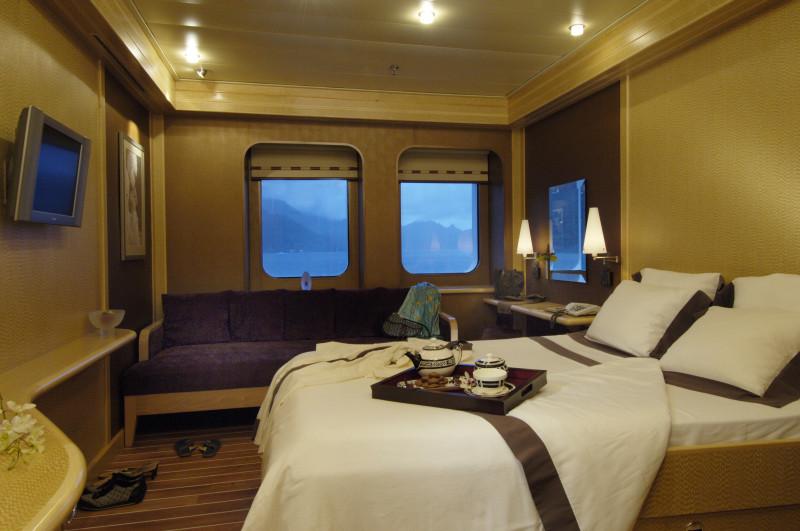 Nomade Yachting by Bora Bora Cruises inside
