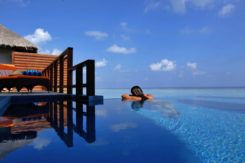 Velassaru Maldives Luxury Travel infinite pool