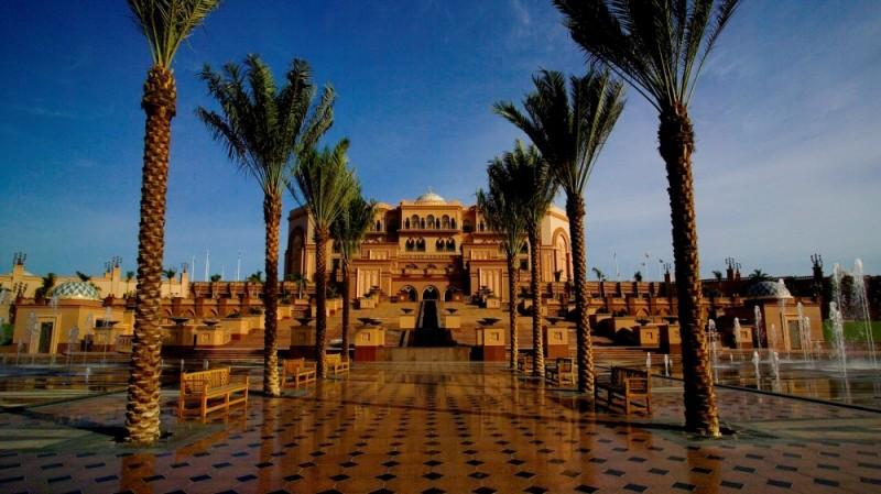 Print_Emirates-palace-Front-area