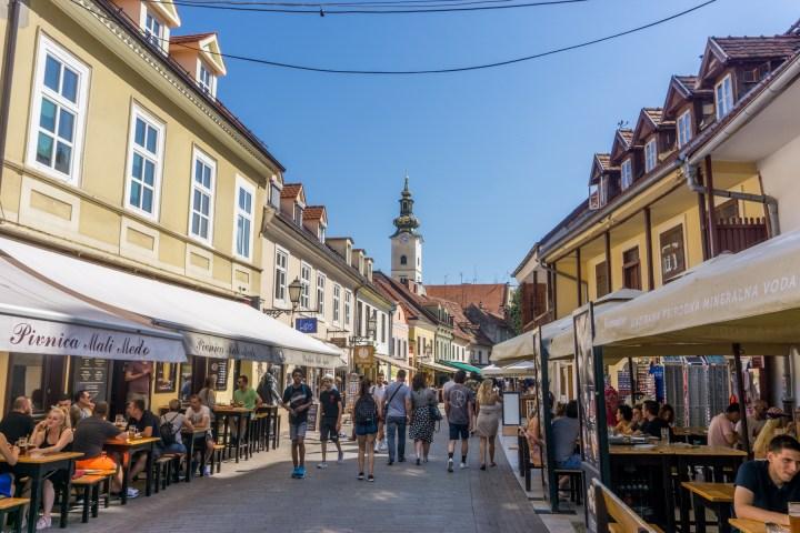 Drukke straat in Zagreb