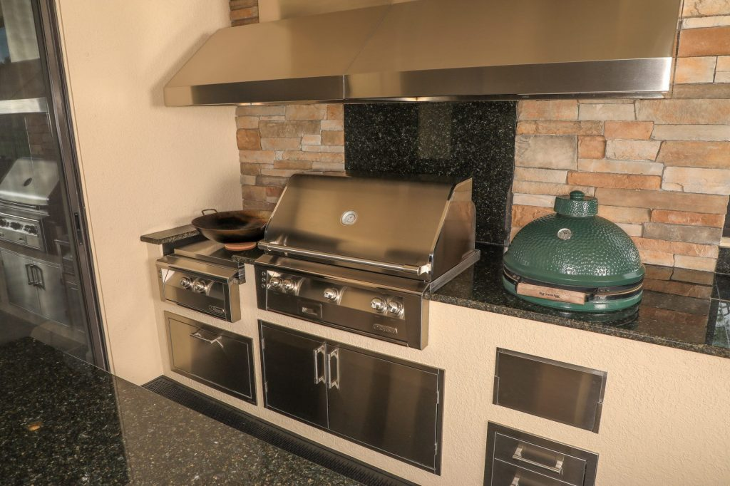odessa with dual vent hood gas grill