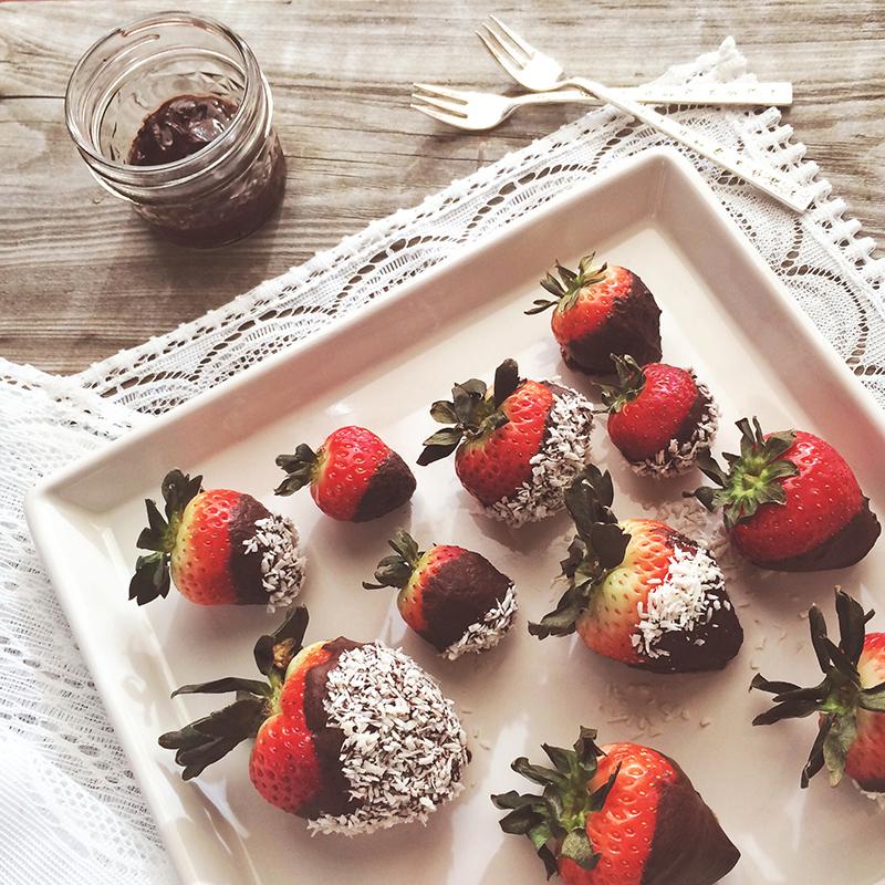 Vegan Dark Chocolate Dipped Strawberries // JustineCelina.com