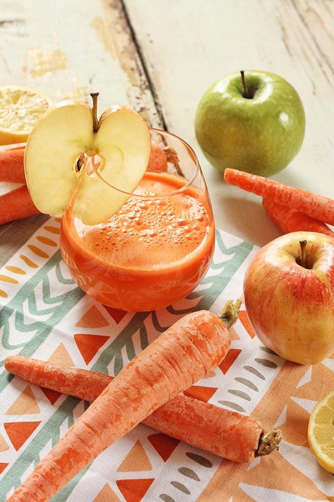 Apple Carrot Lemon Ginger Juice // JustineCelina.com