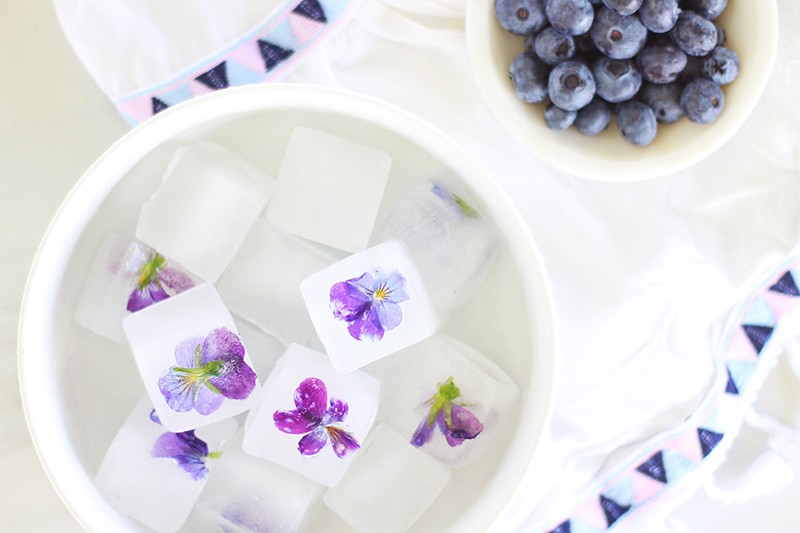 Pansy Ice Cubes | How to Make Floral Ice Cubes for Cocktails // JustineCelina.com