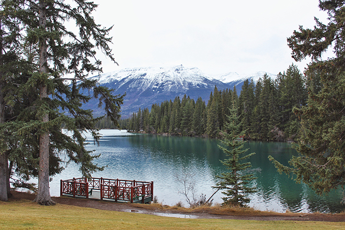Christmas in November 2016 at the Fairmont Jasper Park Lodge | Beauvert Lake // JustineCelina.com