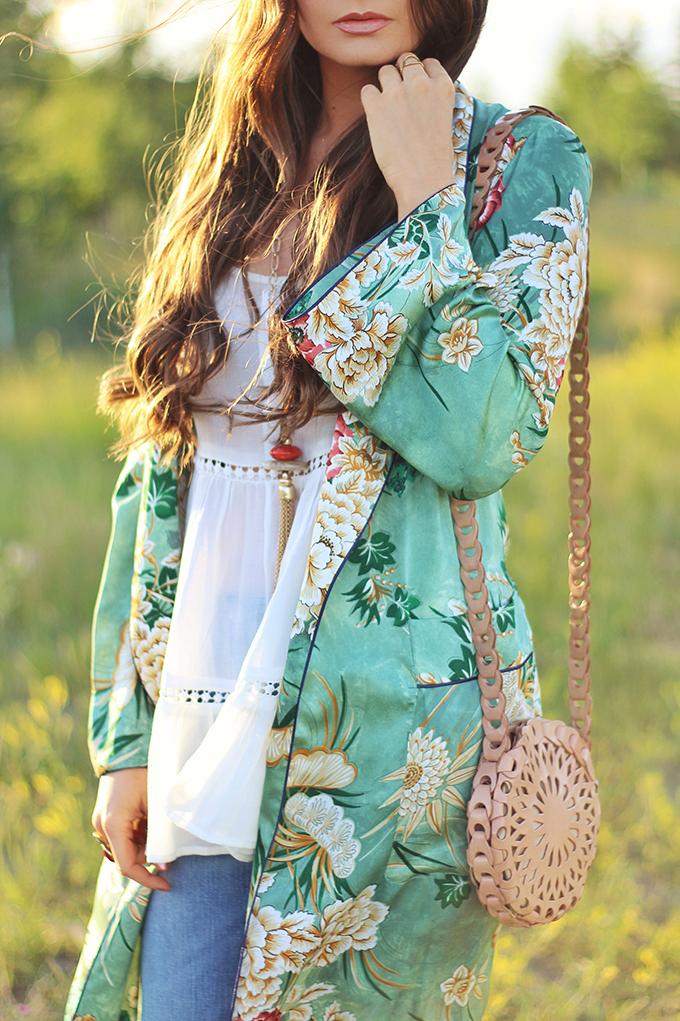 Summer 2017 Trend Guide | Kimono Love | Bold, Botanical Prints // JustineCelina.com