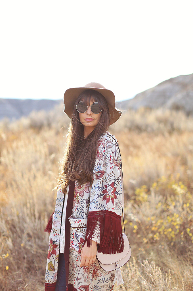How to Style   Kimonos for Autumn   Exploring the Alberta Badlands near Drumheller, Canada // JustineCelina.com