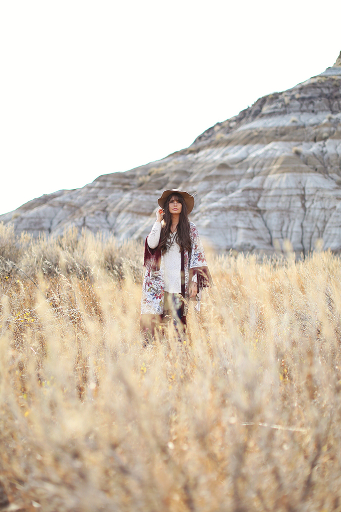 How to Style | Kimonos for Autumn | Exploring the Alberta Badlands near Drumheller, Canada // JustineCelina.com
