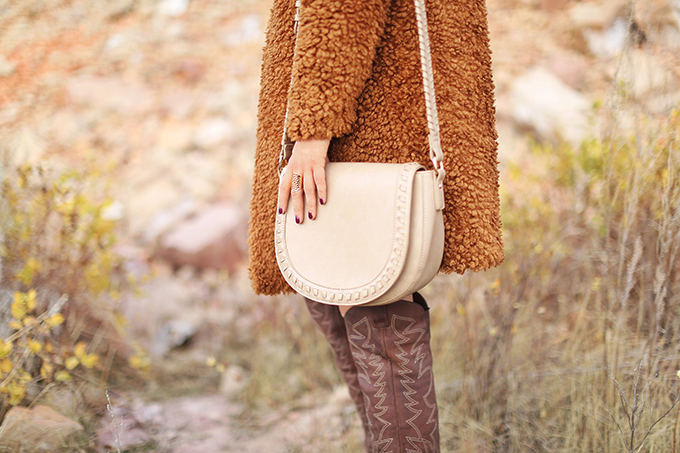 Autumn 2017 Trend Guide | That 70's Style | Sole Society Clovey Bag in Taupe // JustineCelina.com