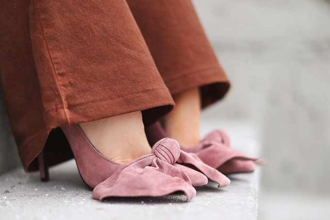 How to Style   Oversized Knits   Winter/ Spring 2018   Jeffrey Campbell Bow Pumps // JustineCelina.com