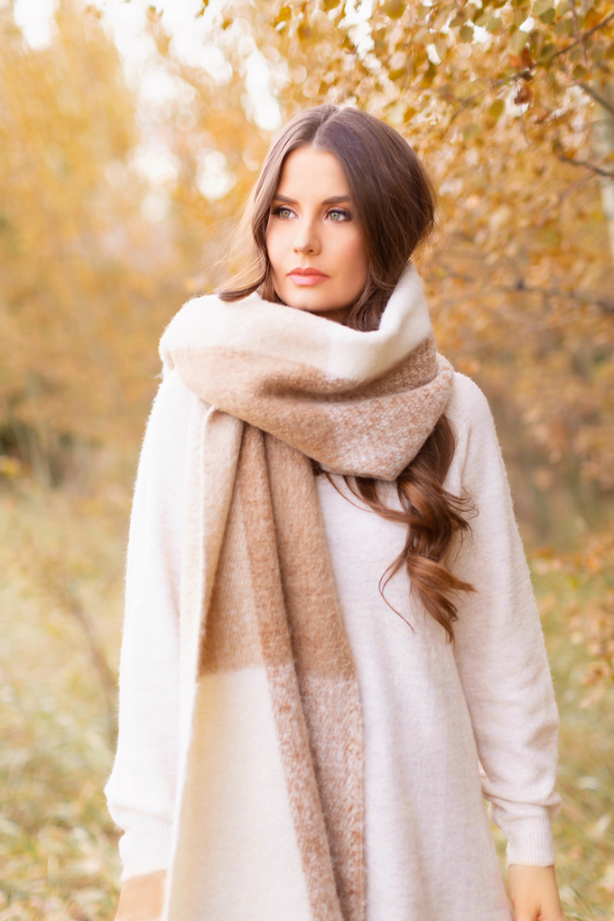 Casual Fall Style Staples | Casual Thanksgiving Outfit Ideas | Thanksgiving Outfit Ideas for Cold Weather | Canadian Thanksgiving Outfits | Casual Family Holiday Dinner Outfit Ideas | Family Thanksgiving Outfits | Bohemian Thanksgiving Outfit Ideas | Casual Boho Fall Outfit | The Best H&M Sweaters | The Best Flat Brimmed Hats for Fall 2019 | The best oversized, cozy scarves | Brunette Woman Wearing a Casual Fall Thanksgiving Outfit | Calgary Fashion & Lifestyle Blogger // JustineCelina.com