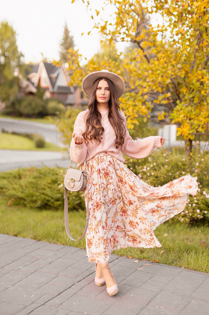 Summer to Fall 2019 Transitional Lookbook: Blushing Boho | Top Summer to Fall 2019 Transitional Trends | Top Autumn 2019 Trends and How to Wear Them | The Best Pleated Skirts and Sweaters for Fall | | Brunette woman wearing an H&M Floral Pleated Skirt, Misguided Blush Sweater, Aldo Brown Muschett Espadrilles, A Grey Chloe Tess Dupe by Artisan Anything, Round Brown Sunglasses and Taupe Felt Flat Brimmed Hat | Top Calgary Fashion & Creative Lifestyle Blogger // JustineCelina.com