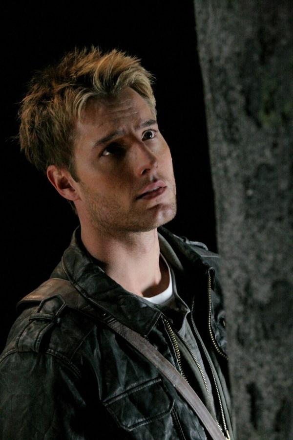 Smallville Justin Hartley Online