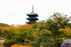 Toji's pagoda (made to look like autumn)