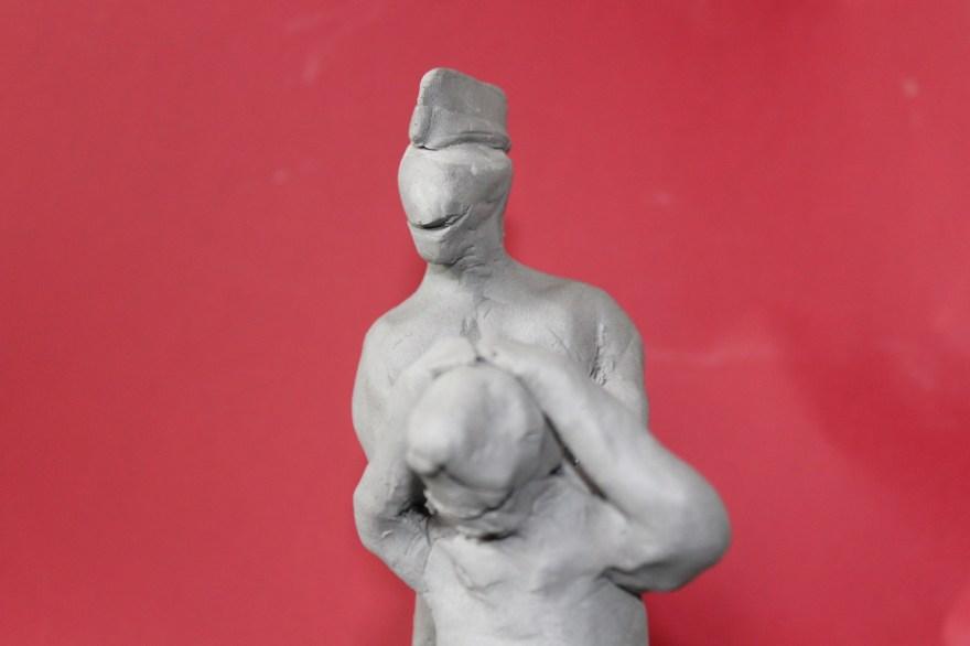 """Brasil 2120 - 1: """"Ela deu o furo; Ele levou o furo"""", Justino, escultura em clay, 2020."""