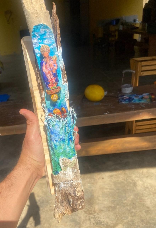 Santeria: Nossa Senhora Dos Navegantes acode marinheiros portugueses atacados por monstros marinhos imaginários 2021 Escultura em madeira achada no mangue