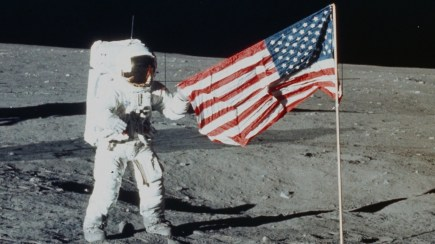 am flag on moon