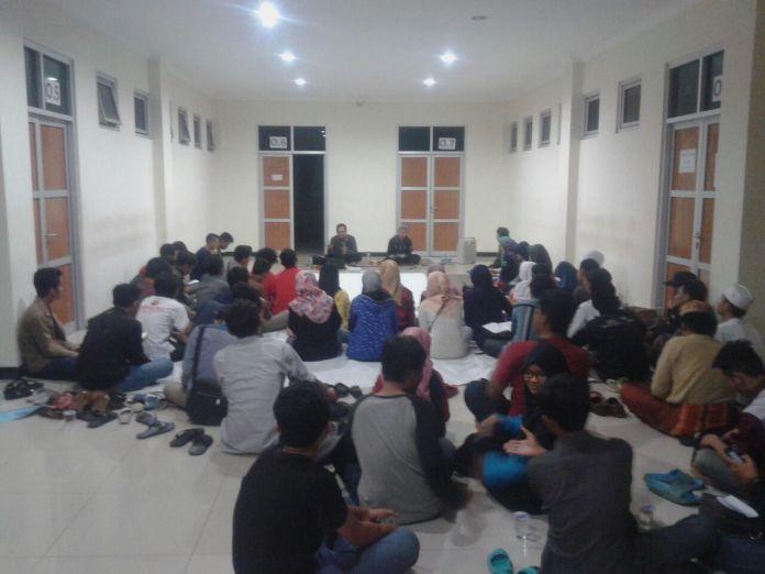 Recalling History Benturan NU dan PKI Politik dan Ideologi diselenggarakan oleh Kelompok Studi Mahasiswa Walisongo (KSMW) di lantai 1 Gedung O Fakultas Ushuludin dan Humaniora, Jumat malam, (30/09).