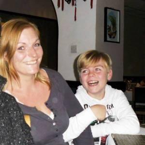 Stefanie Böse mit ihrem sympatischen Sohn. Ohne diese schrecklichen Amts- Figuren aus der Justiz war die Welt der Beiden noch in Ordnung.
