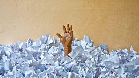 Irgendwann wird diese Bürokratie in ihrem eigenen Gestank ersticken.