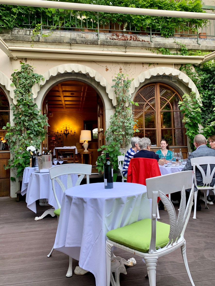Where to eat in Cully: Auberge du Raisin restaurant