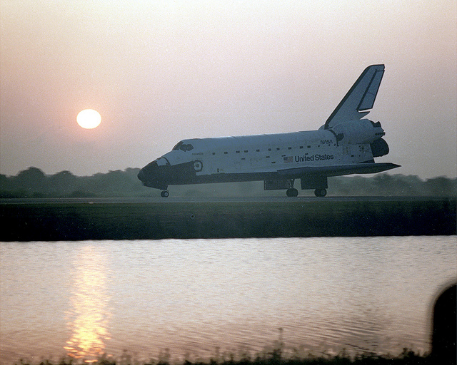 Image of Nasa's STS-45 landing
