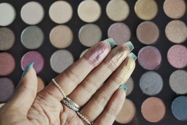 finger swatch mar makeup revolution amplified 35 palette luxe