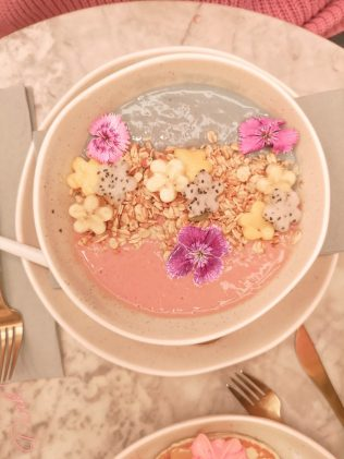 breakfast smoothie bowl feya cafe