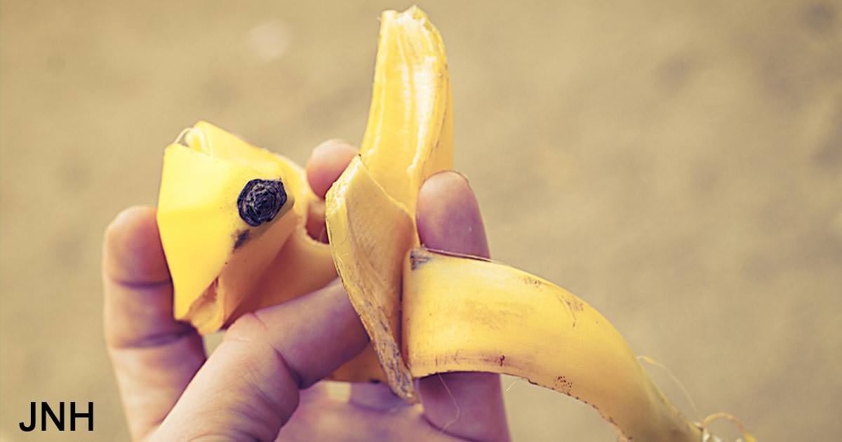 7 ways to replace household products with a single banana peel