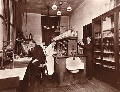 Alexander Gettler, right, and colleagues in the first toxicology