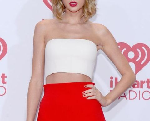 no belly button taylor swift