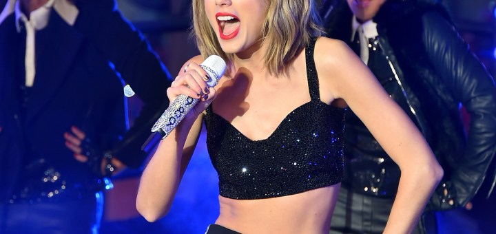 Taylor Swift performing at New Year's Rockin Eve 2015
