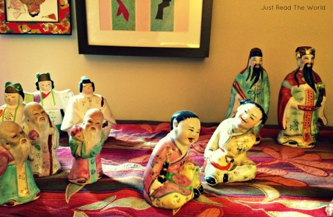 Statuine cinesi che sorridono