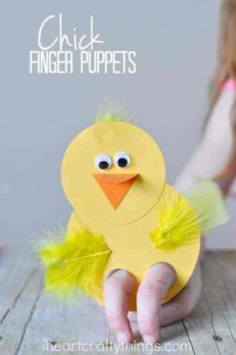 Have students create this adorable baby chick finger puppet for Easter or for your farm unit.