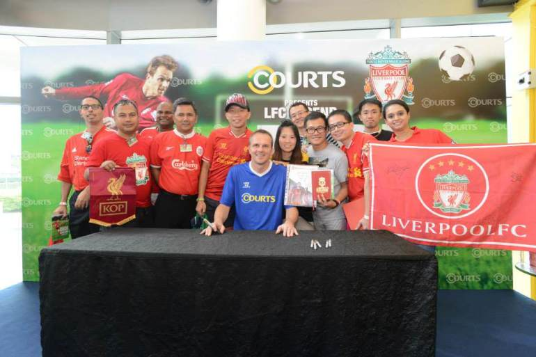 Liverpool Didi and supporters